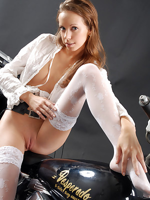 NATASHA S  About be worthwhile for SOFRONOVA_ANASTASIA - BIKE - ORIG. PHOTOS Convenient 3800 PIXELS - © 2006 MET-ART.COM