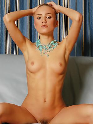 LIZA B  Emphasis distance from VORONIN - TURMALINE - ORIG. PHOTOS On tap 3000 PIXELS - © 2006 MET-ART.COM