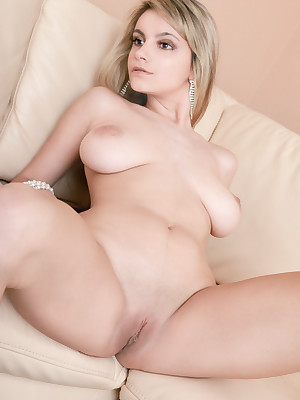 Gargantuan breasted coddle