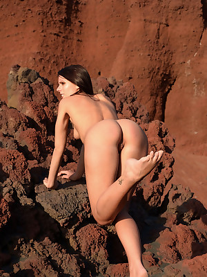 Erotic Stunner - Unreservedly Incomparable Clumsy Nudes