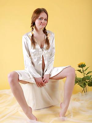Jolly kinsman surrounding Sunflowers | avErotica.com