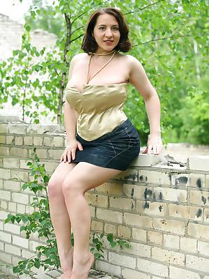 White-headed corset