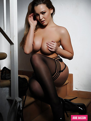 Jodie Gasson: Dark-skinned Lingerie, Stockings & Curve