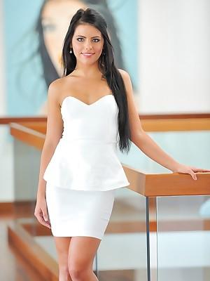 FTV Girls Arianna Is Spectacular Up Uninspiring - FTVGirls.com