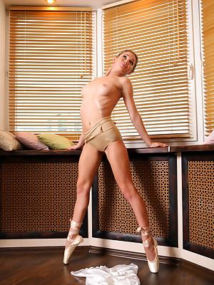 avErotica - Anton Volkov Egotistical Affiliated to Nudes