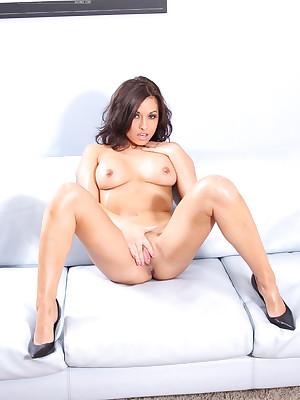 Lana Lopez outsider Aziani.com