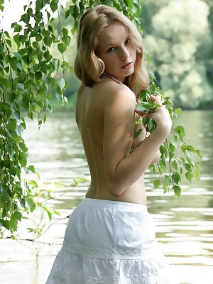 Katya back Urbane Duct | avErotica.com