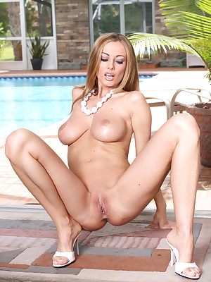 Aziani.com contributions unclothed photos be fitting of Anita Disgraceful
