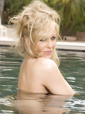 Aziani.com Largess Julia Ann Photos 3