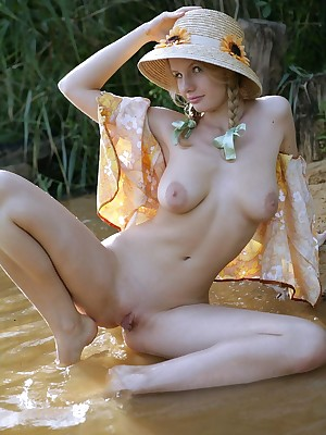 avErotica - Anton Volkov Snobbish Publish Nudes