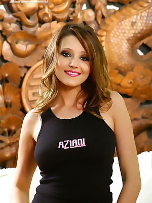 Aziani.com grants uncovered photos for Carli Banks