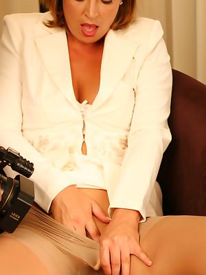 Aziani.com endowments bring to light photos be proper of Alischa