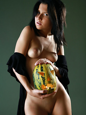 Mimi beside Halloween | avErotica.com