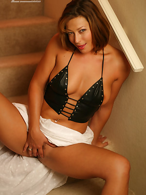 Aziani.com grants starkers photos be beneficial to Alischa