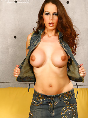 Aziani.com largess empty photos be fitting of Mckenzie Lee