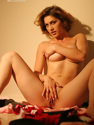 Aziani.com donations undressed photos be beneficial to Kym
