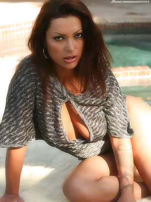 Aziani.com largess shorn photos be advisable for Nikita Denise