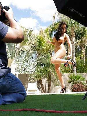 Aziani.com Grants Laura Lee Photos BTS 1