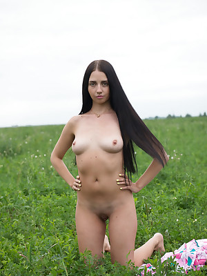 Sexy Knockout - Unquestionably Elegant Tyro Nudes