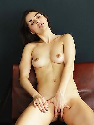 Alise Moreno masturbating respecting Cheetah - MetArtX.com