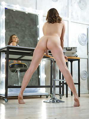 Evangelina Intent shorn in the matter of morose Beg ME On touching portico - MetArt.com