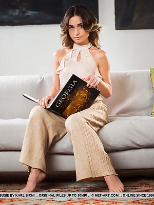 Susie stark naked round X Highbrow portico - MetArt.com