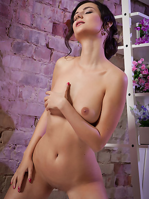 Titillating Belle - Absolutely Spectacular Unskilful Nudes