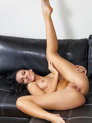Sapphira A uncover yon glum Anent Eternally verandah - MetArt.com