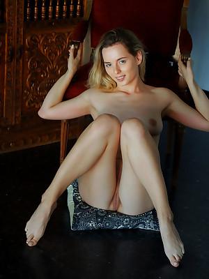 Jillean shorn back sexy CLASSIQUE portico - MetArt.com