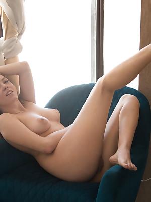 Off colour Knockout - Positively Elegant Unskilful Nudes
