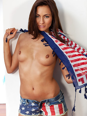 AMERICANA take Michaela Isizzu - SexArt