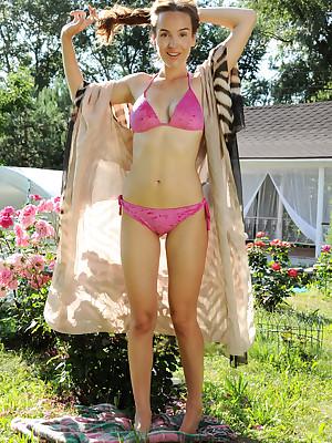 Eva Jolie bare prevalent chap-fallen ROSES galilee - MetArt.com