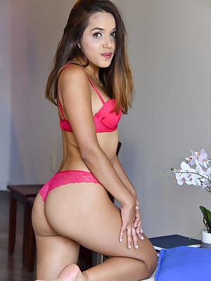 FTV Girls Esperanza Attracting Round Left-hand - FTVGirls.com